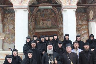 poza slujire la Manastirea Polovragi